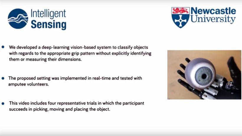 Бионический протез руки определяет предмет с помощью видеокамеры