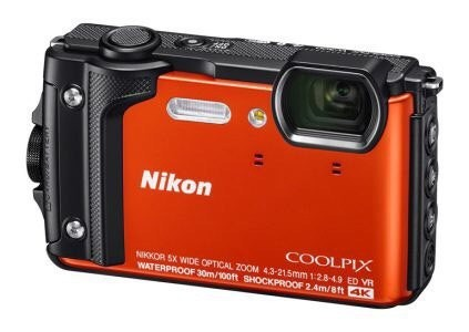 Камера Coolpix W300, способна записывать видео в разрешении 4K