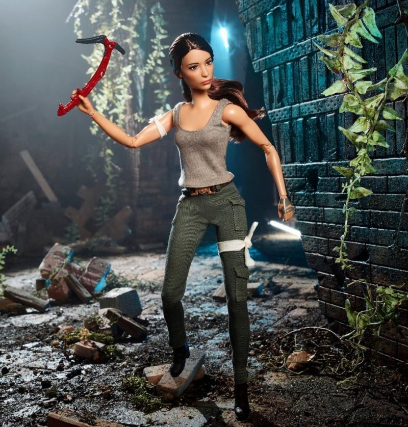 Лара Крофт превратилась в куклу Барби